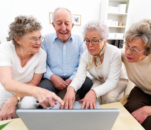senior-social-media